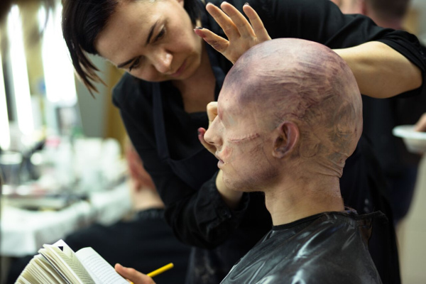 application-make-up-training-models-in-Pinewood-Studios-600.jpeg